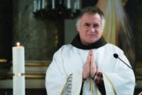 """Bővebben: """"Merjünk az asztalfőre ülni"""" – Böjte Csaba nyitja az új apasorozatot Újbudán"""