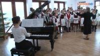 Bővebben: Zongorát ajándékozott a Boldogasszony Iskolanővérek szovátai házának Rost Andrea