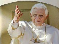 Bővebben: XVI. Benedek: Ha nem látjuk Istent, nem látjuk a bűnt sem
