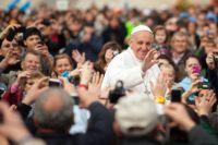 Bővebben: A nagy nap: pénteken 11.30-kor érkezik meg Ferenc pápa a bukaresti repülőtérre