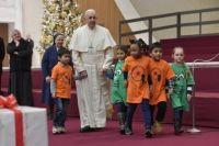 Bővebben: Beteg gyermekekkel és ápolóikkal ünnepelte születésnapját Ferenc pápa