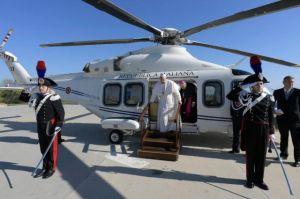 b_300_300_16777215_00_images_stories_Szent_Kozosegek_vaticanhelikopter.jpg