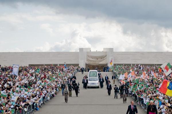 Benedek pápa Fatimába érkezett