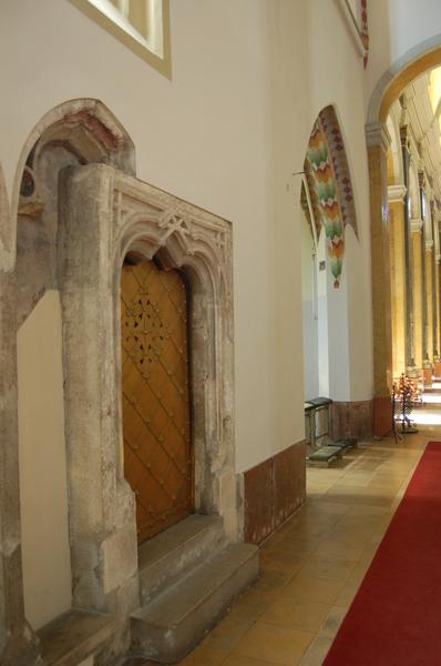 Bővebben: Páratlan értékű középkori freskót találtak a belvárosi templomban