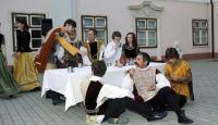Bővebben: Közösségteremtő tánc és muzsika