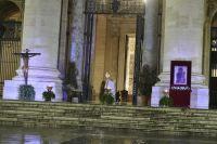 Bővebben: Ferenc pápa Urbi et Orbi homíliája: Ne féljünk, Jézus velünk van a bárkában