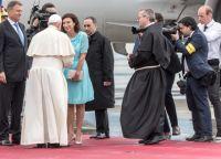 Bővebben: Reggeli, ebéd, vacsora Ferenc pápával