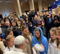 Bővebben: Ferenc pápa ellátogatott a vatikáni betlehemkiállításra, melynek idén Magyarország a díszvendége