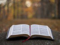 Bővebben: XXXVII. Hét: 7. Biblia, Szentírás az Isten és az ember párbeszédének a könyve