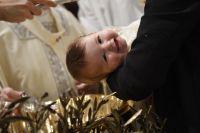Bővebben: A megkeresztelt gyermekeket a Szentlélek segíti növekedni!