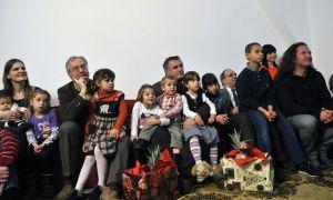 Böröcz István, a Médiaszolgáltatás-támogató és Vagyonkezelő Alap (MTVA) vezérigazgatója (balról), Böjte Csaba ferences rendi szerzetes (középen) és St. Martin szaxofonművész (jobbról) a közmédia Jónak lenni jó elnevezéssel az alapítvány számára indított gyűjtésének nyitóeseményén a Dévai Szent Ferenc Alapítvány csobánkai otthonában 2012. december 2-án. MTI Fotó: Kovács Attila.