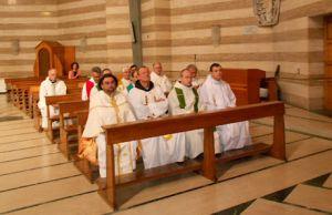 Három magyar kegyhely négy képviselője (balról jobbra): Kapin István (Máriapócs), fr. Orosz Lóránt és fr. Kálmán Peregrin (Mátraverebély-Szentkút) és fr. Urbán Erik (Csíksomlyó)