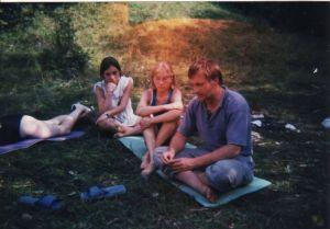 Egy régi kép, valamikor nemsokkal azután, hogy Déván beindult a Magyarok Nagyasszonyáról elnevezett gyermekvédelmi központ, egy nyári táborban!!