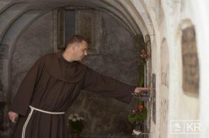 Urbán Erik atya, templomigazgató mutatta be a csíksomlyói kegytemplom alatti kriptát