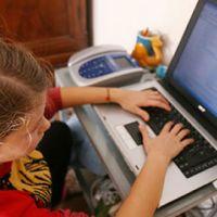 Bővebben: Hogyan védhetjük gyermekeinket az internet veszélyeitől?