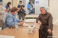 Bővebben: Csíksomlyón kapta meg a koronavírus elleni védőoltást Böjte Csaba