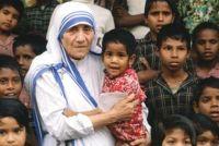 Bővebben: A pápa szegényekkel emlékezett Teréz anya 100. születésnapjára