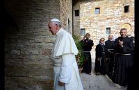 Bővebben: Kiosztotta az egyház unalmas papjait Ferenc pápa