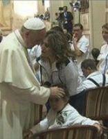 Bővebben: Fogyatékos gyermekekkel és a betegekkel találkozott Assisiben Ferenc pápa